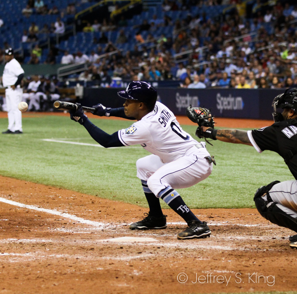 Smith squeezes in a run for the Rays./JEFFREY S. KING